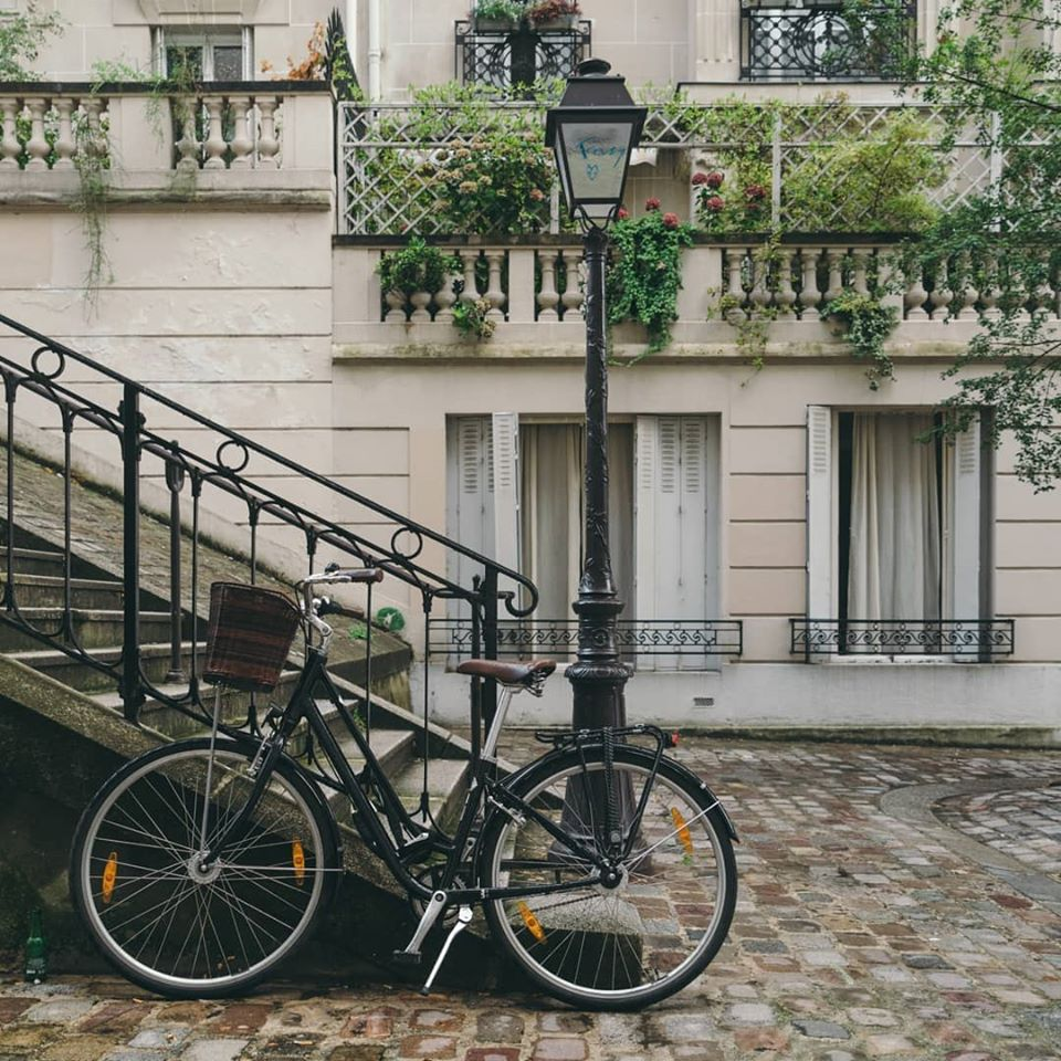 Picture of a bike in Paris